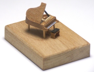 Grand piano and stool 1/144 scale by Maarten Meerman Max